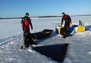 The season of ice diving has started!